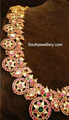 kundan Necklace latest jewelry designs - Page 2 of 51 - Indian Jewellery Designs Jewelry Design Earrings, Gold Jewellery Design, Necklace Designs, Gold Jewelry, Jewelery, Antique Jewellery, Mango Mala Jewellery, Jewelry Model, India Jewelry