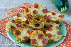 Mini Zucchini Pizza Bites are low carb, easy and a great way to get your family to eat zucchini! </em> <em class=short_underline>  </em> Best way I know how to get my kids to try a new recipe is use cheese as a cover up. Gooey cheese over the top of most anything I'm trying to secretly include into my kiddies meals works most often then not. This time it's disguised as mini pizza bites and they ate them up like there was no tomorro...