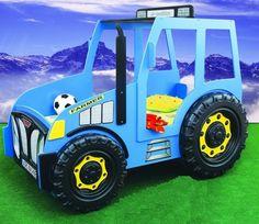 Blauer Traktor als Kinderbett.
