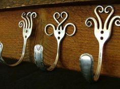 Silverware Upcycled & Repurposed: Crafts With Spoons & Forks Dishfunctional Designs: Besteck Upcycled & Repurposed: Handwerk mit Löffeln & Fork Art, Spoon Art, Silverware Jewelry, Spoon Jewelry, Cutlery Art, Silverware Holder, Jewelry Art, Jewelry Necklaces, Jewellery