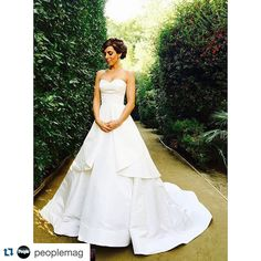 The Most Beautiful Celebrity Brides of All Time *Sopranos* star Jamie Lynn Sigler marries Cutter Dykstra in Oscar de la Renta, to Provence! There's So Much More Than Lavender Fields Celebrity Wedding Photos, Celebrity Wedding Dresses, Celebrity Weddings, Glamour Photo, Glamorous Dresses, Short Lace Dress, Beautiful Wedding Gowns, Beautiful Celebrities, Bridal Dresses
