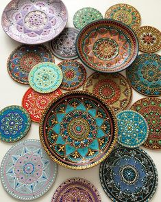 pottery painting designs Russian artist Anastasia Safonov makes decorative tableware thats hand-painted with mesmerizing mandala art. Her ceramic plates, mugs, and magnets are Mandala Art Lesson, Mandala Artwork, Mandala Painting, Dot Art Painting, Ceramic Painting, Ceramic Art, Painted Ceramic Plates, Pottery Painting Designs, Pottery Art