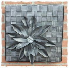 Wall decoration of Bicycle tires. Recycling For Kids, Tire Art, Tire Chairs, Diy Flowers, Flower Diy, Bicycle Tires, Paper Crafts, Diy Crafts, Jewelry Art