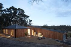 Gallery of Two Halves / Moloney Architects - 5