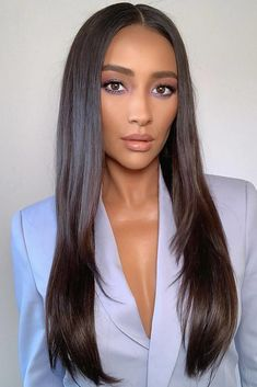 Shay Mitchell New Hairstyle – dark hair styles Brown Blonde Hair, Light Brown Hair, Brunette Hair, Shay Mitchell Hair, Dark Brown Hair Extensions, Hot Haircuts, Hairstyles Haircuts, Spring Hairstyles, Long Dark Hairstyles