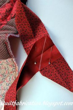 Sewing Techniques Couture Easy way to join binding ends. ne marked for stitching to join binding ends - tutorial on joining the ends of quilt binding Quilting For Beginners, Sewing Projects For Beginners, Quilting Tips, Quilting Tutorials, Quilting Designs, Quilting Projects, Beginner Quilting, Quilting Room, Bias Tape