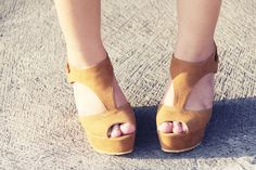 Sweet Peep-toe Platform Wedges with Cut Out Detail