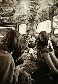 ken kesey and the merry pranksters' psychedelic school bus 1967 Happy Hippie, Hippie Love, Hippie Man, Hippie Style, Woodstock Hippies, Ken Kesey, Retro, Hippie Culture, Hippie Vibes