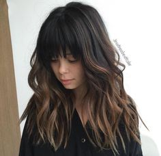 Black hair, with bangs, and some ombré, with beach waves ❤️