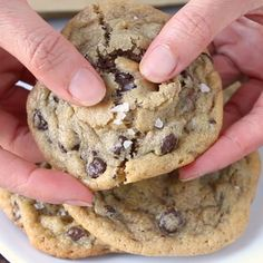 Nutella and dulce de leche stuffed cookies, heaven. You absolutely must try these! Chip Cookie Recipe, Cookie Recipes, Dessert Recipes, Baking Desserts, Easy Chocolate Chip Cookies, Nutella Cookies, Smores Cookies, Dessert Party, Cookies Subway