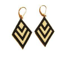 Earrings & # diamond earrings miyuki beads matte beige and black… Beaded Earrings Patterns, Bead Loom Patterns, Seed Bead Earrings, Diy Earrings, Beading Patterns, Diamond Earrings, Bead Jewellery, Jewelry Making Beads, Beaded Jewelry