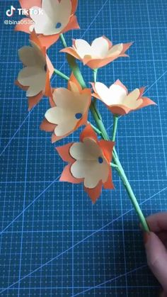 Cute Kids Crafts, Diy Crafts For Adults, Paper Flowers Craft, Paper Crafts For Kids, Diy Arts And Crafts, Flower Crafts, Instruções Origami, Origami And Quilling, Paper Crafts Origami