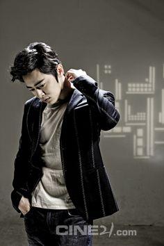 Jo Jung Seok - Cine21 Magazine No.902