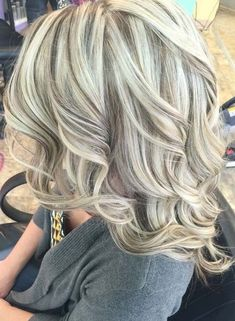 Cool blonde with lowlights for medium hairs in 2018