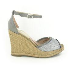 Compensées Kiara Argenté http://www.chaussures-eclipse.fr/chaussures-compensees-femme/1934-chaussures-femme-compensee-kiara-argente.html