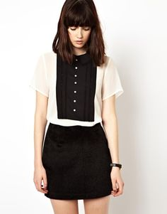 contrast yoke top, also love that hair!