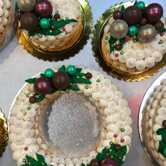 Corona de turrón Cupcakes, Snow Globes, Fondant Cakes, Lolly Cake, Candy Stations, Corona, Cupcake Cakes, Cup Cakes, Muffin