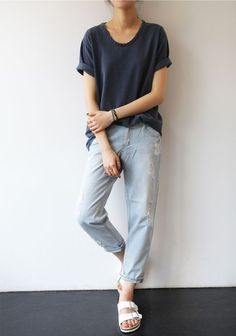 Minimal + Chic | @CO DE + / F_ORM | boyfriend jeans (?), loose tee (cuffed sleeves, dropped shoulders, u-neck), white birkestocks; navy + light blue + white