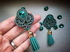 Náušnice - smaragdové štebotavé strapce - šité šujtášové náušnice - 6798238_
