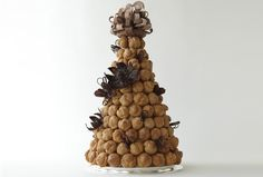 Fun alternative to the cake!  Chocolate and creme, oh my!  Croquembouche #LuxBride