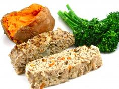 Easy Turkey and Apple Meatloaf.This is a light, flavorful twist on a classic meatloaf. To make it skinny, I'm using ground turkey and adding grated apples, shredded onions and carrots, egg whites and multigrain bread crumbs. Ww Recipes, Skinny Recipes, Turkey Recipes, Whole Food Recipes, Healthy Recipes, Healthy Dinners, Light Recipes, Bread Recipes, Healthy Foods
