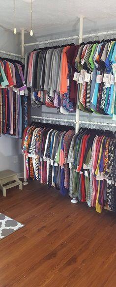 68 model design decor for boutique 16 Garage Boutique, Boutique Decor, Mobile Boutique, My Boutique, Boutique Ideas, Store Layout, Crate Shelves, Diy Bedroom Decor, Bedroom Ideas