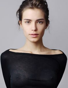 It seems Renata Sozzi has a great rack. If I were in charge, this shirt made of invisible cotton fibers would be the only garment this hot Italian sexy fashion model would be allowed to wear. Simply Beautiful, Gorgeous Women, Pretty People, Beautiful People, Sheer Beauty, Natural Beauty, Sexy Hot Girls, Belle Photo, Fashion Beauty