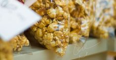 Caramel Popcorn Popcorn Recipes, Snack Recipes, Dessert Recipes, Cooking Recipes, Carmel Popcorn, Corn Syrup, Maple Syrup, Dutch Oven Recipes, Oatmeal Smoothies