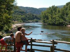 Zwemmen in de Ardèche, le Ardechois camperen Frankrijk met zwembad en rivier