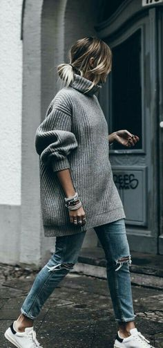 Oversize gray sweater + Distressed denim + Sneakers