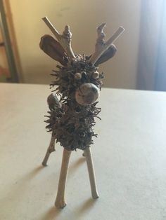 Natural Sweetgum Reindeer Christmas Ornament or easy and cute diy pine cone christmas crafts Acorn Crafts, Fall Crafts, Holiday Crafts, Crafts For Kids, Summer Crafts, Kids Diy, Diy Christmas Ornaments, Christmas Art, Christmas Projects