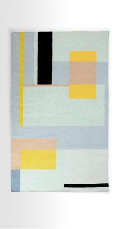 Tapis Teva : les motifs frais et modernes se marient particulièrement bien avec une déco nordique. Ce tapis trouvera aussi sa place dans tout intérieur moderne.