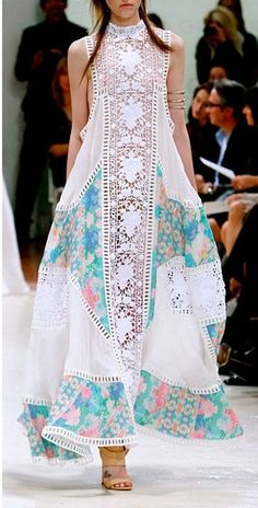 Looks like Pakistani Fashion ! Looks like Pakistani Fashion ! Indian Fashion, Boho Fashion, High Fashion, Womens Fashion, Fashion Design, Fashion Moda, Trendy Fashion, Beach Fashion, Fashion Dresses