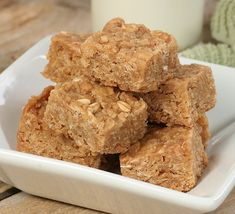 Quick, easy and healthy 3 ingredient snack recipes for kids, teens and adults! The perfect guilt-free treats and desserts! These simple recipes are perfect for weight loss and health. Peanut Butter Energy Bars Recipe, Healthy Sweets, Healthy Snacks, Healthy Recipes, Good Food, Yummy Food, Comfort Food, Sweet Tooth, Dessert Recipes