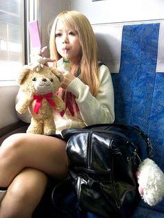 Cute Japanese school girl in train Gyaru Fashion, Harajuku Fashion, Japan Fashion, Kawaii Fashion, Estilo Harajuku, Harajuku Mode, Harajuku Girls, Cute Asian Girls, Cute Girls