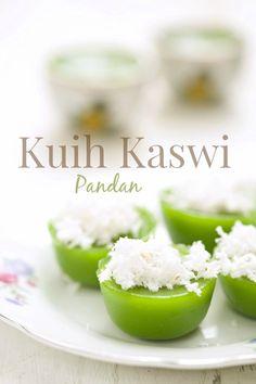 Kuih Kaswi ini ita sediakan untuk minum petang kami sekeluarga petang semalam. Kuih kaswi adalah kuih kegemaran anak ita Dalili dan ju...