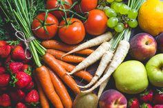 Descarga gratis esta imagen de unas frutas y verduras vistas desde arriba. Descarga más imágenes en nuestra categoría de fotos de comida. → http://imagenesgratis.eu/frutas-y-vegetales-vistas-desde-arriba/