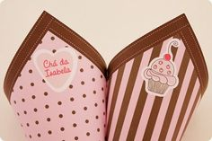Festa Pronta - Chá de Panelas - Cupcakes - Tuty - Arte & Mimos www.tuty.com.br Que tal usar esta inspiração para a próxima festa? Entre em contato com a gente! www.tuty.com.br #festa #personalizada #party #tuty #aniversario #bday #rosa #marrom #Chadepanela #cupcakes #pink