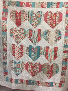 Love Booth Quilt by Kathleen Villarreal, The Pattern designed by Krystal Jakelwi. - Love Booth Quilt by Kathleen Villarreal, The Pattern designed by Krystal Jakelwicz of Lets Quilt So - Cute Quilts, Scrappy Quilts, Small Quilts, Easy Quilts, Mini Quilts, Jellyroll Quilts, Heart Quilt Pattern, Jelly Roll Quilt Patterns, Patchwork Quilt Patterns