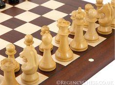 Realmente impresiona la calidad de los sets y piezas de ajedrez de The Regency Chess Company. Esta tienda de ajedrez se encargó de realizar los sets del ciclo de los torneos de Candidatos.   Ver fotografías: http://chesslive.com/blog/regency-chess-company/