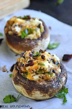 Jalapeno Popper Stuffed Mushrooms are a twist on those spicy, cheesy poppers you just might love even more! stuffed_mushrooms_with_cream_cheese, bread crumbs Cooking Recipes, Healthy Recipes, Thanksgiving Appetizers, Clean Eating Snacks, Vegetable Recipes, Appetizer Recipes, Burger Recipes, Cheddar, Food And Drink