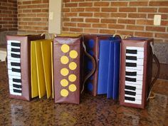 Artesdaka: Sanfona para Criança (Papel e Feltro) Fall Crafts For Kids, Diy For Kids, Diy And Crafts, Toys From Trash, Homemade Instruments, Music Crafts, School Decorations, Crafty Craft, Art Activities