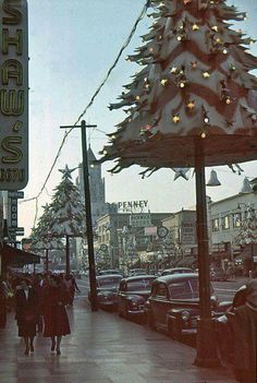 Vintage Los Angeles - Hollywood Blvd at Cherokee taken by photographer, Arnold Hylen. Ghost Of Christmas Past, Old Christmas, Old Fashioned Christmas, Christmas Scenes, Retro Christmas, Outdoor Christmas, Christmas Lights, Christmas Holidays, Christmas Decorations