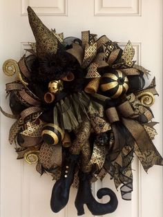 Black & Gold Deco Mesh Deluxe Halloween Witch Wreath, Fall Wreath, Halloween Decor, Witch Decor, Modern Halloween Wreath by WreathWhimsybyRobin on Etsy Deco Porte Halloween, Halloween Witch Wreath, Halloween Trees, Holidays Halloween, Halloween Crafts, Halloween Decorations, Rustic Halloween, Halloween Prop, Halloween Witches