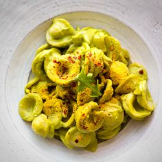 Easy Vegan Avocado Pesto Pasta