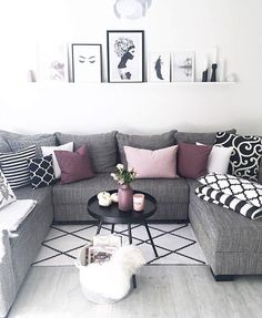 46 Cozy Living Room Ideas and Designs for 2019 When you're selecting your furniture for your cozy living room ideas, size and plushness count. Soft fabrics and lots of comfortable seating providing a warming and relaxing feel. Beautiful Living Rooms, Cozy Living Rooms, Living Room Grey, Formal Living Rooms, Home Living Room, Apartment Living, Living Room Furniture, Living Room Designs, Modern Living