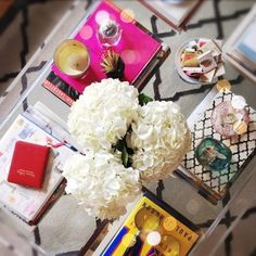 Bold statement table. Decorate your table with pop colors covers books, flowers, accessories. Totally in love