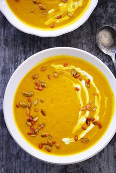 Butternut Squash Soup is a delicious way to eat more vegetables. This healthy soup is full of flavor and is the perfect dinner on a cold night. Gourmet Recipes, Soup Recipes, Cooking Recipes, Dinner Recipes, Bacon Meatloaf, Oyster Recipes, Roasted Butternut Squash Soup, Nutritious Snacks, Healthy Soup