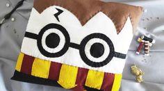 45 cadeaux de Noël à faire soi-même • Hellocoton Cadeau Harry Potter, Objet Harry Potter, Harry Potter Bricolage, Harry Potter Diy, Diy Pillows, Cushions, Diy Cadeau Noel, Diy Dress, Christmas Projects