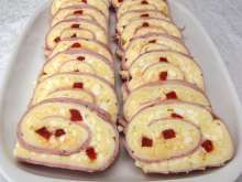 Excellent snack suitable for any party, Easter Monday as well as New Year´s Eve. New Years Eve Snacks, Roulade Recipe, Chicken Eggs, Blue Cheese, Easter Recipes, Boiled Eggs, Bon Appetit, Food Styling, Ham